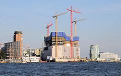 Blick zum Kehrwieder und der Baustelle am Kaispeicher A, der zukünftigen Hambruger Elbphilharmonie.(2009)