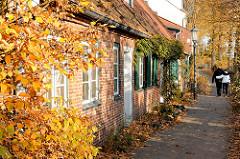 Kapitänshäuser / Lotsenhäuser in Hamburg Oevelgoenn - Herbst an der Elbe; Hamburgfotos aus Hamburg Othmarschen.
