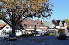 Wellingsbüttler Marktplatz - Strassenverkehr.