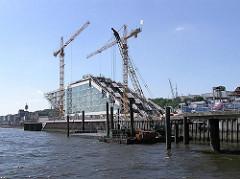 Baustelle Dockland - Baukräne + Elbe (2005)