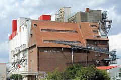 Silogebäude im Stadtteil Hamburg Wilhelmsburg - Speicher und Silos am Rethehafen.