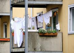 Wäsche trocknen im Freien auf dem Balkon - Bilder aus dem Stadtteil Hamburg Dulsberg.