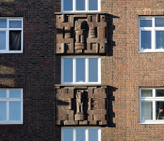 Fassadendekor Wohnblocks Kieler Strasse, Bauschmuck Klinkerfassade