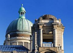 Kuppel und Eckturm mit Säulen - Oberlandesgericht Hamburg, Sievekingplatz - erbaut 1912 - Architektenbüro Ludt & Kallmorgen..