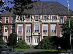 Einganggebäude des alten Barmbeker Krankenhauses am Rübenkamp.