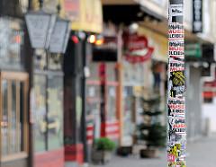 Ladenzeile Spielbudenplatz, St. Pauli - geschlossene Geschäfte auf dem Areal der geräumten Essohäuser.