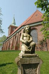 Grabstein auf dem Friedhof der St. Pankratiuskirche, Hamburg Neuenfelde.