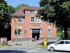 Bahnhofsgebäude Habichtsstrasse - Bilder aus dem Stadtteil Hamburg Barmbek Nord.