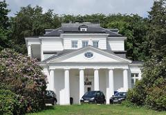 Bilder von Architektur aus dem Hamburger Stadtteil Blankenese - Klassizismus in der Hansestadt Hamburg - Goßlerhaus; erbaut 1794 - Architekt Christian F. Hansen.