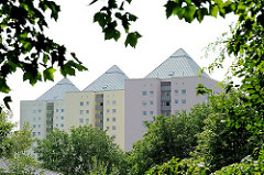 Hochhäuser in Hamburg Lohbrügge zwischen Bäumen.