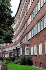 Hausfassade mit Erker und Vorgarten im Glindweg / Jarrestadt, Hamburg Winterhude.