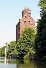 Historisches Gebäude - Speichergebäude am Mittelkanal - Stadtteil Hammerbrook.