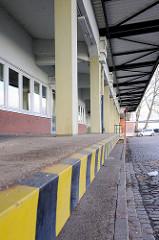 Rampe der ehem. Zollstation Reiherstieg Hauptdeich - Zollgrenze zum ehem. Hamburger Freihafen.