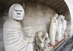 "Figurengruppe ""Fahrt über den Styx"", Mahnmal Hamburger Friedhof Ohlsdorf, Bildhauer Gerhard Marcks."