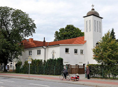 St. Dimet Kirche mit Kirchturm an der Neuwiedenthaler Strasse.