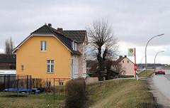 Wohnhäuser am Moorfleeter Deich.