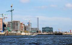 Blick von der Norderelbe in den Grasbrookhafen - entstehende Gebäude am Kaiserkai in der Hamburger Hafencity (2007).