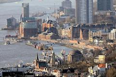 Blick über die Elbe bei Hamburg St Pauli, Altona-Altstadt und Ottensen.