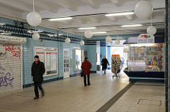 U-Bahn-Station Volksdorf - Eingangsbereich und Kiosk.