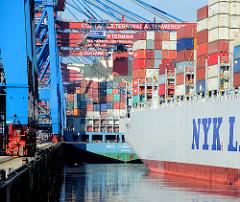 HHLA Container Terminal Altenwerder - Containerschiffe am Ballinkai des hochmodernen Terminals im Hamburger Hafen.