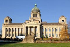 Bilder Hamburger historischer Architektur - Oberlandesgericht am Sievekingplatz - erbaut 1912 - Architektenbüro Ludt & Kallmorgen.