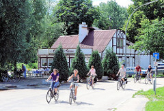 Der Elbpark in Hamburg Rothenburgsort liegt an der Fahrradroute in die Vierlande / Marschlande. Das Entenwerder Fährhaus im Elbpark an der Norderelbe ist ein beliebter Zwischenstopp für viele FahrradfahrerInnen