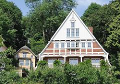 Wohnhäuser im Grünen - Blick auf die Elbe - Fotos aus Hamburg Blankenese, Falkensteiner Ufer.