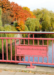 Wagnerstrassenbrücke über den Eilbekkanal - Bilder aus Hamburg Barmbek Süd.