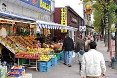 Obst- und Gemüsegeschäfte am Steindamm / Stadtteil St. Georg.