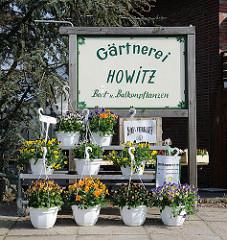 Hinweisschild Gärtnerei Howitz - Blumenampeln.