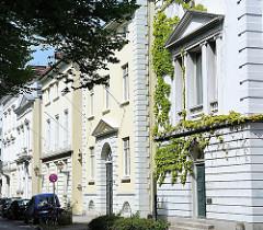 Klassizistische Hausfassaden in der Palmaille - eine der Prachtstrassen Hamburg Altonas.