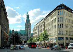 Blick über die Mönckebergstrasse zum Hamburger Rathaus - Bilder aus dem Hamburger Stadtteil ALTSTADT.