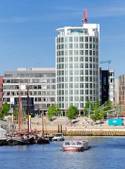 Blick über den Sandtorhafen / Traditonsschiffhafen zu den Magellanterrassen und dem Neubau-Büroturm  Coffee Plaza - Architekt Richard Meier