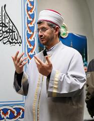 Vorstandsvorsitzender der Eyüp Sultan Moschee-Gemeinde und Imam (Vorbeter beim islamischen Gebet) Ibrahim Sökmen