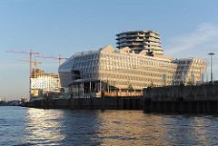 Neubau Unileverhaus - Morgensonne im Stadtteil Hafencity.