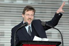 Bezirksamtsleiter vom Bezirk Mitte, Markus Schreiber bei der Eröffnung des umgestalteten Spielbudenplatzes.