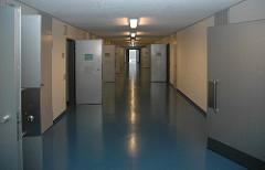 Korridor Gefängnistüren JVA Billwerder Justizvollzugsanstalt Gefängnis / Knast Hamburg.