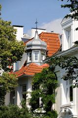 Villenansicht im Hamburger Stadtteil Winterhude - Wohnhäuser am Leinpfad.