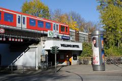 S-Bahnstation Hamburg Wellingsbüttel an der Rolfinckstrasse.