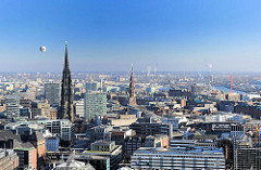 Bilder aus der Hamburger Altstadt - Luftbild von Hamburg - Kirchturm St. Nikolai - Mahnmal gegen den Krieg - Hauptkirche ST. Katharinen.