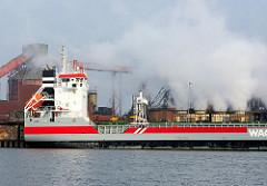 Industriefotografie aus Hamburg - Frachtschiff am Amsterdamer Kai im Hamburger Dradenauhafen.