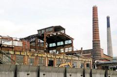 Abriss historischer Gewerbegebäude in Hamburg Veddel - Zerstörung von historischer Industriearchitektur im Hamburger Hafengebiet.