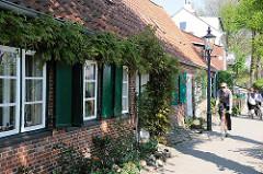 Bilder historischer Bauten Hamburgs - Lotsenhäuser an der Elbe.
