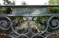 "Kaiserplatz Harburger Schwarzenberg - Inschrift "" SE. MAJESTÄT KAISER WILHELM I. WEILTE AM 19. SEPT. 1873 AN DIESEM PLATZ"""