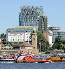 Uhrturm / Pegelturm der St. Pauli Landungsbrücken - Hotel Hamburg Hafen - Hochhaus Tanzende Türme an der Reeperbahn.