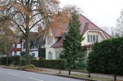Vorstadtvillen in der Farmsener Landstrasse von Hamburg Volksdorf.
