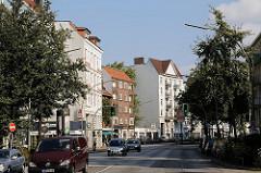 Wohnhäuser, Etagenhäuser und Strassenverkehr in der Gaertnerstrasse, Hauptverkehrsstrasse in Hoheluft-West