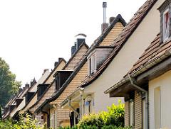 Dächer und Fenstergauben - Fotos der Architektur Hamburg Wilstorf - Einzelhäuser.
