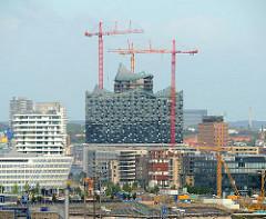 Baustelle der sogenannten Elbphilharmonie in der Hamburger Hafencity - Fotos aus den Stadtteilen Hamburgs.