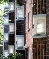 Klinkerfassade / Teppenhausfenster; Architektur in Hamburg Barmbek-Nord.